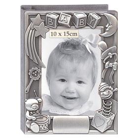 Vauvan valokuva-albumi, rumpalinalle ja lelut