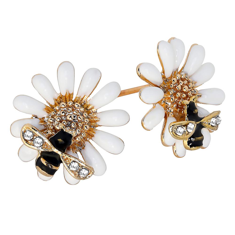 Valkoiset kukkakorvakorut ja ampiaiset